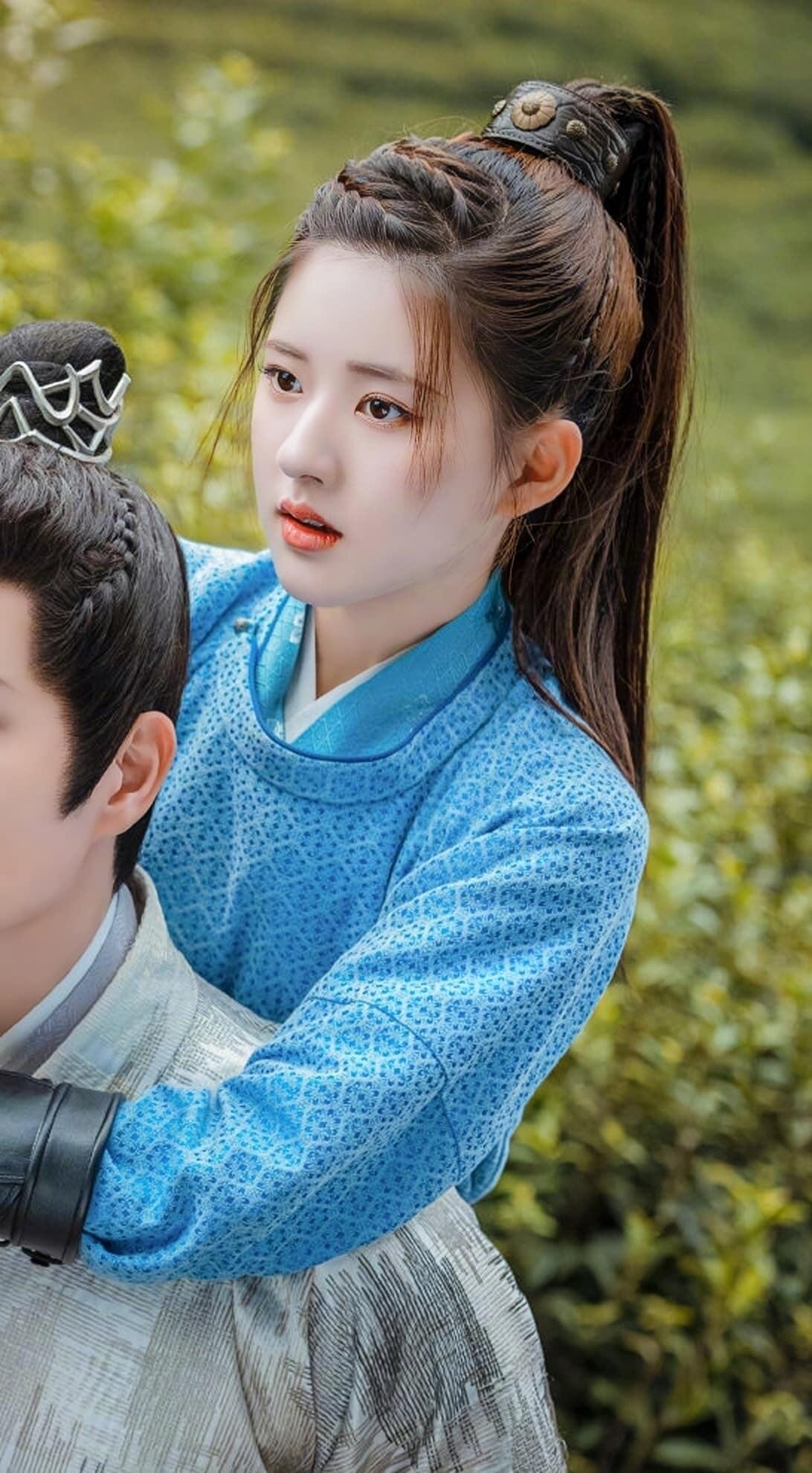 """Triệu Lộ Tư phim mới """"Mỹ nhân trà xanh"""" Triệu Lộ Tư lại thành trò cười cho netizen vì mái tóc nhuộm """"lệch pha"""" khi đóng phim cổ trang - Ảnh 6."""