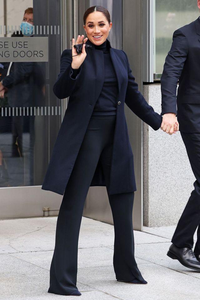 """Không """"đu"""" theo mẹ chồng lộ liễu như trước, Meghan Markle gây sốc visual vì đôi chân như dài 2 mét - Ảnh 3."""