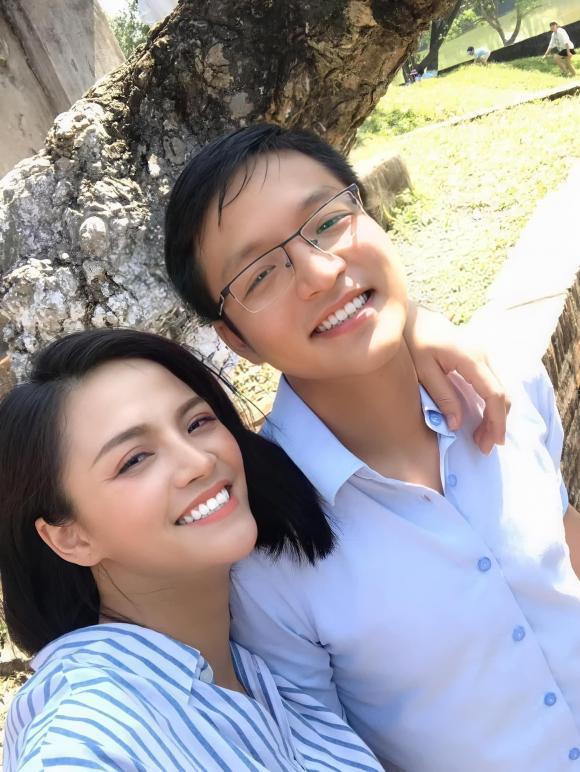 Nhân sinh nhật em trai, Thu Quỳnh đăng ảnh chụp cùng.