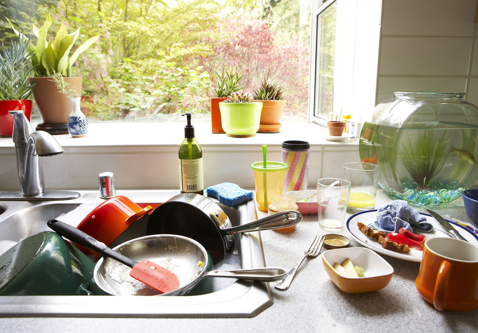 1495035481-dirty-dishes-piled-in-kitchen-sink-1632687691903202407946.jpg