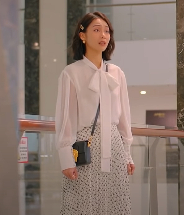 Khả Ngân style trong phim Khả Ngân style trong phim có loạt cách diện áo trắng vừa đẹp vừa sang để nàng công sở copy theo - Ảnh 7.