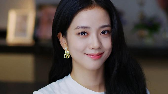 """Jisoo già nua Nhược điểm nhan sắc """"trí mạng"""" của Jisoo, makeup sơ sẩy là già ngay chục tuổi, lộ visual lão hóa không phanh - Ảnh 9."""