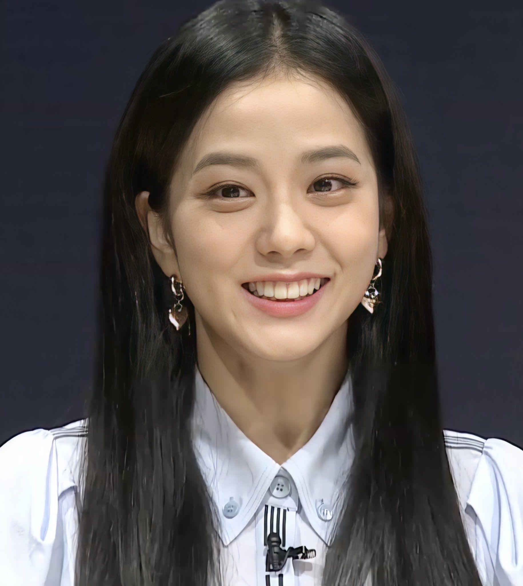 """Jisoo già nua Nhược điểm nhan sắc """"trí mạng"""" của Jisoo, makeup sơ sẩy là già ngay chục tuổi, lộ visual lão hóa không phanh - Ảnh 3."""