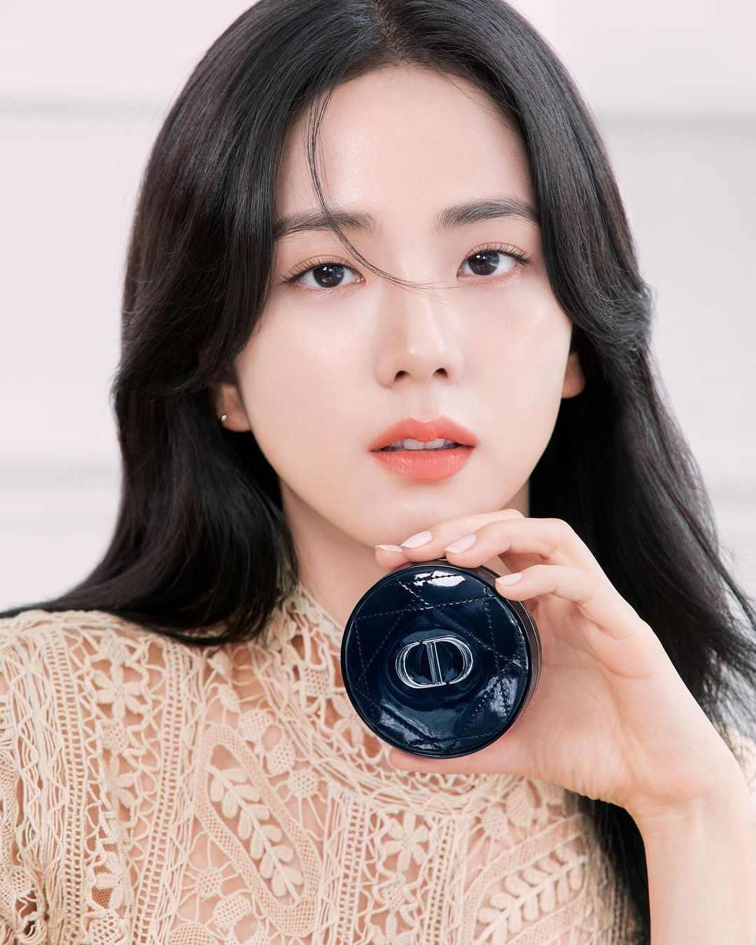 """Jisoo già nua Nhược điểm nhan sắc """"trí mạng"""" của Jisoo, makeup sơ sẩy là già ngay chục tuổi, lộ visual lão hóa không phanh - Ảnh 1."""