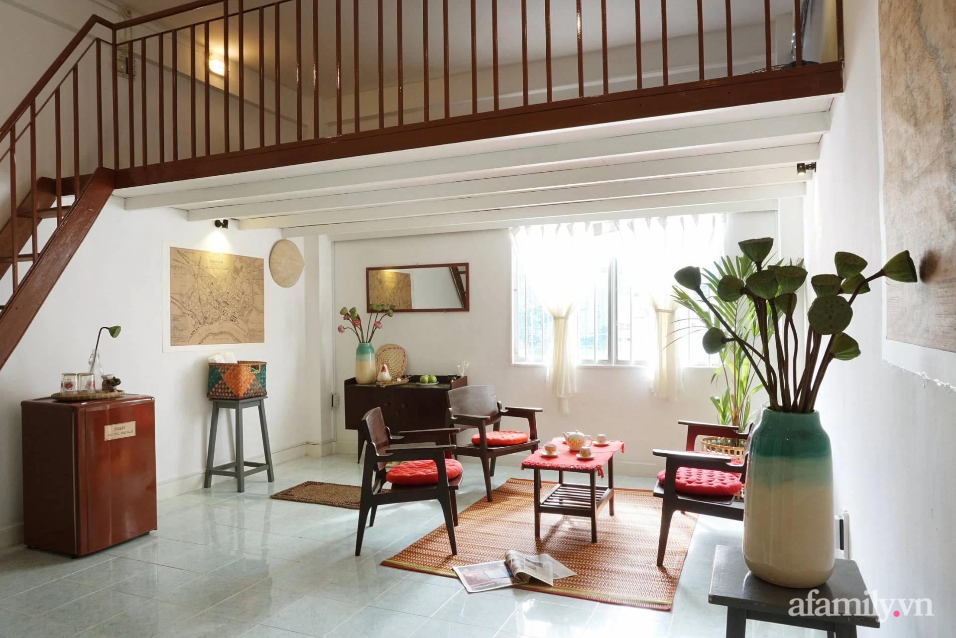 Cải tạo nhà tập thể đẹp hoài cổ lấy cảm hứng từ phong cách Đông Dương có chi phí 120 triệu đồng ở Sài Gòn - Ảnh 2.
