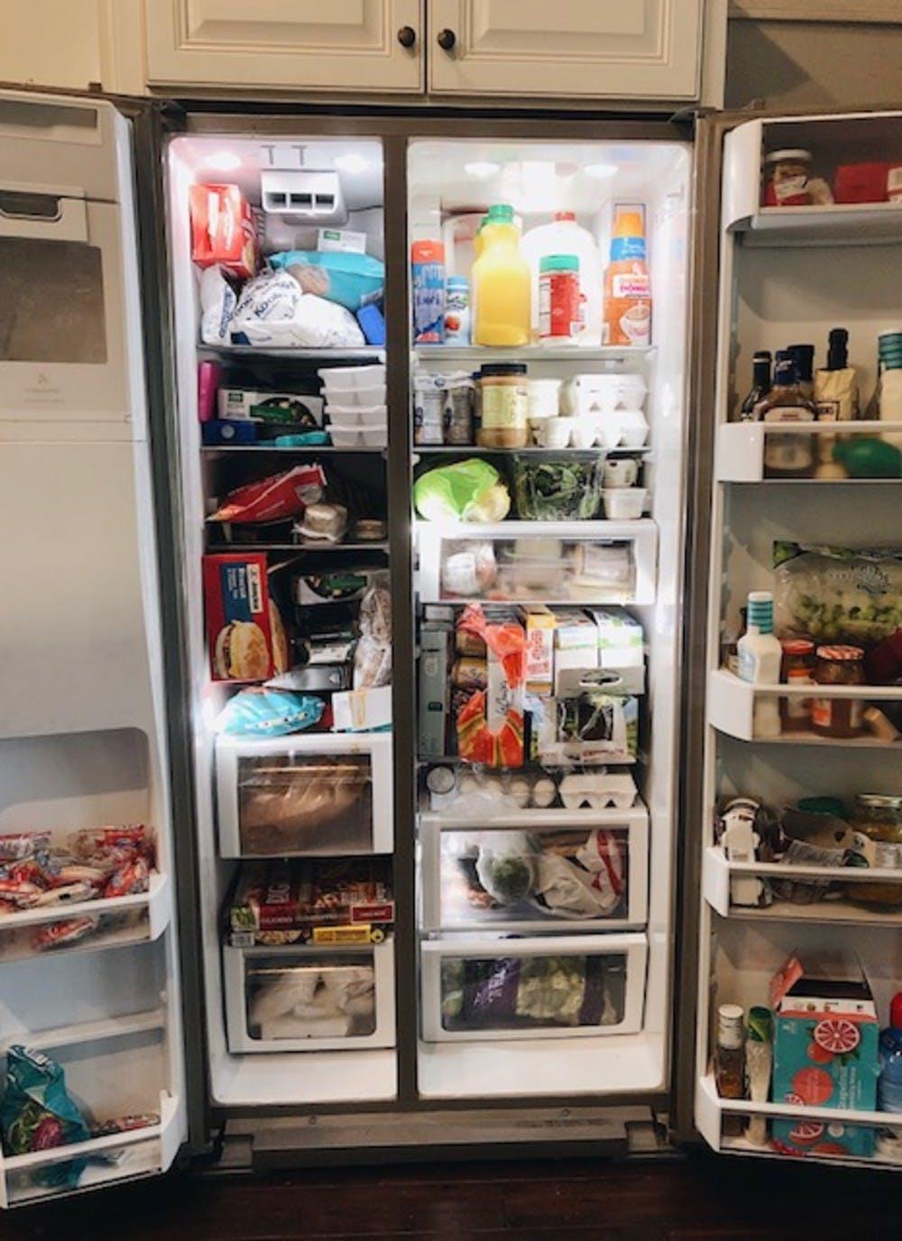 """6 bước đơn giản giúp bà mẹ 4 con """"hóa giải"""" chiếc tủ lạnh chật ních thành gọn gàng, thông thoáng trong những ngày giãn cách ở nhà - Ảnh 2."""