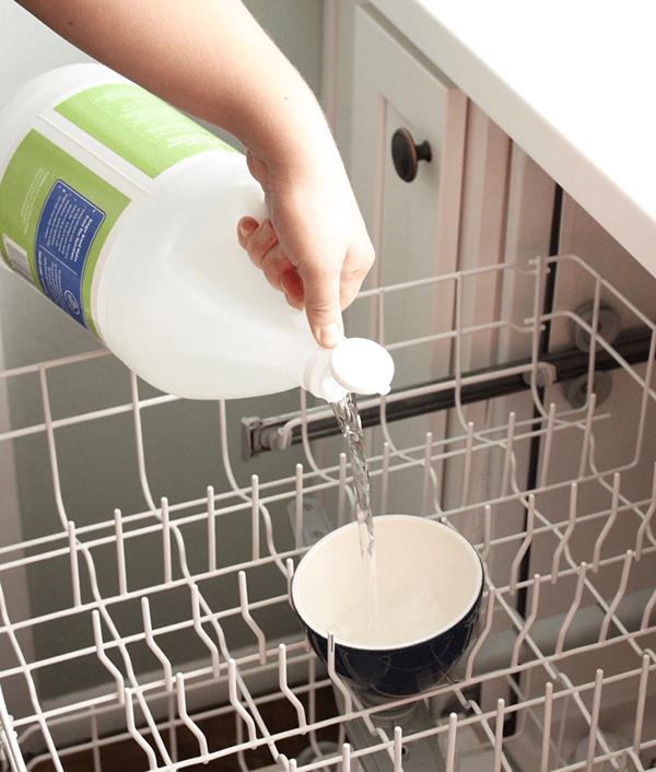 Cách làm sạch máy rửa bát chỉ với 3 bước dễ dàng - Ảnh 9.
