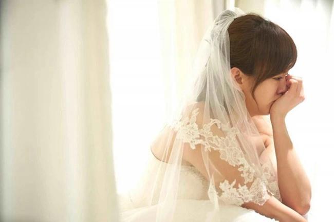 Chồng sắp cưới có hành động lạ khi gặp bạn học cũ, cô vợ sinh nghi rồi có màn hủy hôn nhanh như chớp sau một câu nói từ anh ta, cầu xin thì đã muộn! - Ảnh 2.