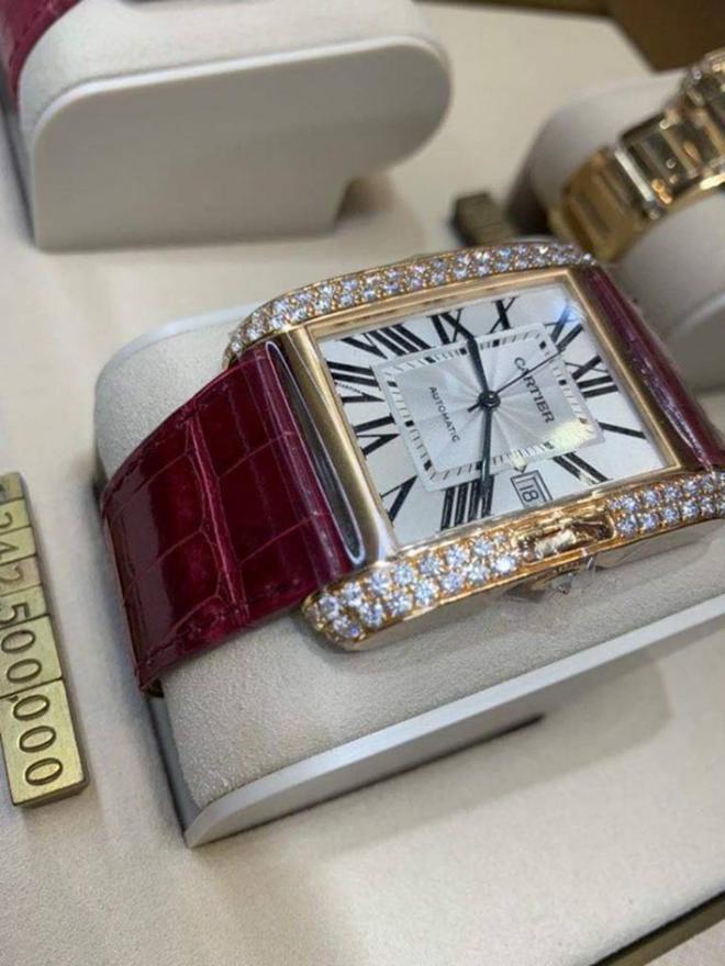 Choáng váng với độ giàu của Trấn Thành: Tậu nguyên chiếc đồng hồ gần 6 tỷ đồng, BST nước hoa hơn 300 chai đã là gì đâu - Ảnh 9.