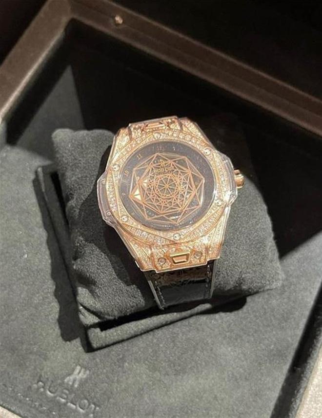 Choáng váng với độ giàu của Trấn Thành: Tậu nguyên chiếc đồng hồ gần 6 tỷ đồng, BST nước hoa hơn 300 chai đã là gì đâu - Ảnh 11.
