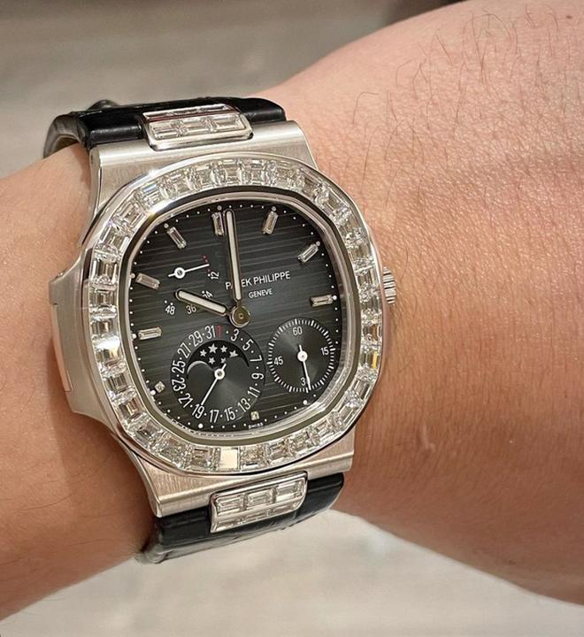 Choáng váng với độ giàu của Trấn Thành: Tậu nguyên chiếc đồng hồ gần 6 tỷ đồng, BST nước hoa hơn 300 chai đã là gì đâu - Ảnh 8.