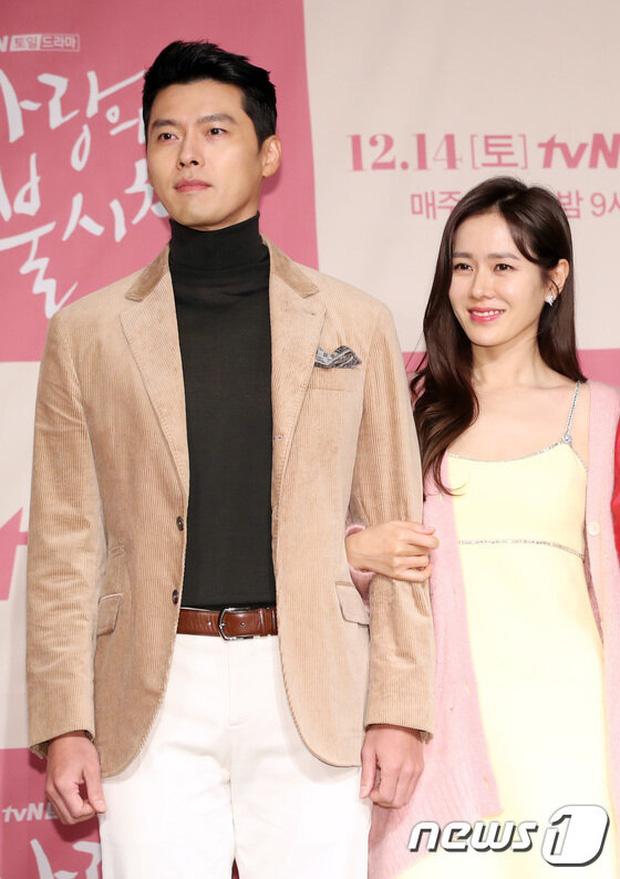 Hyun Bin bị soi mặc lại đồ cũ nhưng gây chú ý lại là chi tiết có liên quan đến Son Ye Jin, fan thảng thốt: Đúng là có người yêu khác hẳn - Ảnh 5.
