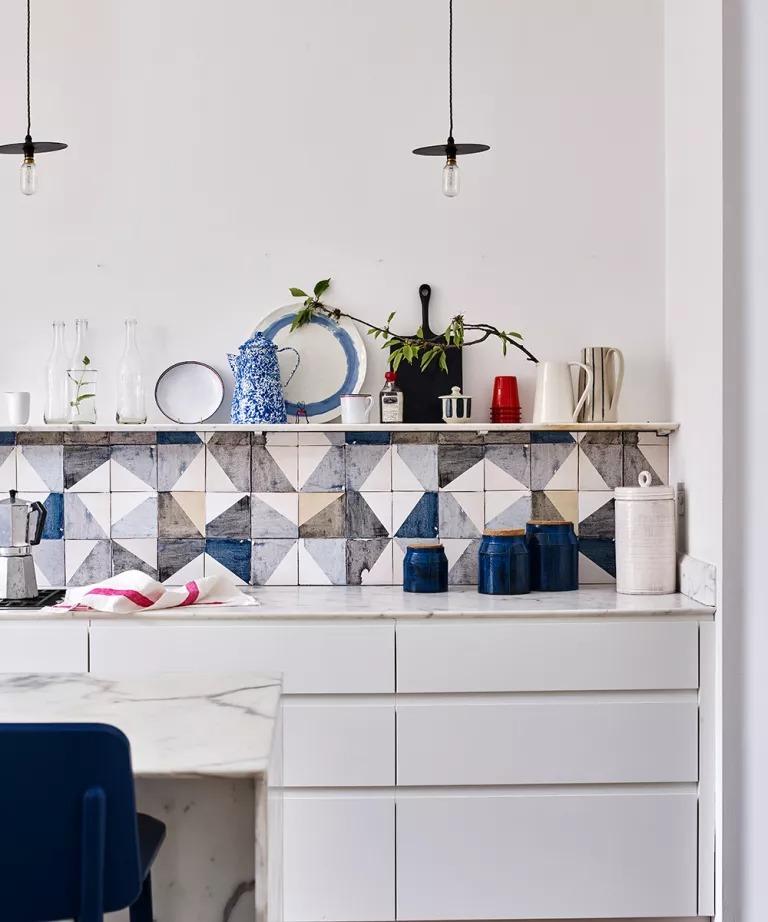 """5 quy tắc vàng mà chuyên gia lưu trữ đưa ra để có một căn bếp sạch gọn """"bất chấp"""" to nhỏ   - Ảnh 2."""