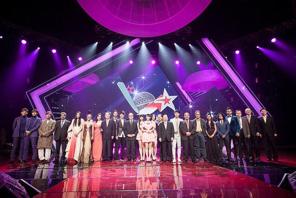 Sao Mai Việt Anh tỏa sáng cùng dàn sao quốc tế