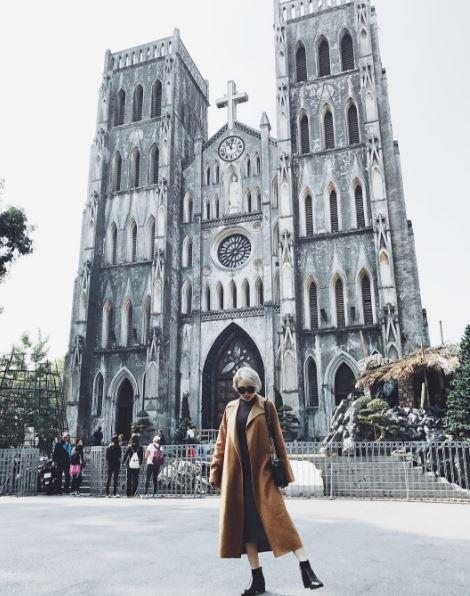 Ngọc Trinh nhìn hiền khô với tóc mái mưa, Phạm Hương giản dị đi mua sắm ở chợ quê - Ảnh 11.