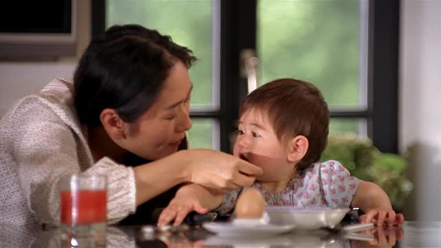 Phá vỡ sự chú ý - Kĩ thuật mẹ có con biếng ăn phải đọc vì cực hiệu quả - Ảnh 4.