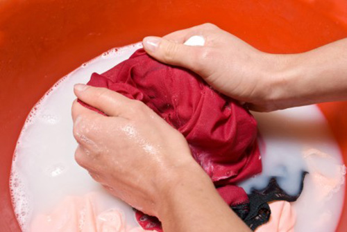 Cứ giặt quần áo kiểu này đi rồi hối hận không kịp vì đẩy cả nhà vào ung thư - Ảnh 1.