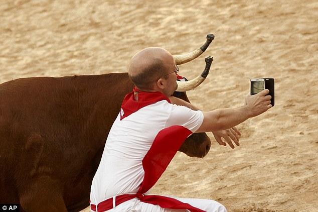 Những bức hình selfie đáng lẽ không bao giờ nên chia sẻ - Ảnh 2.