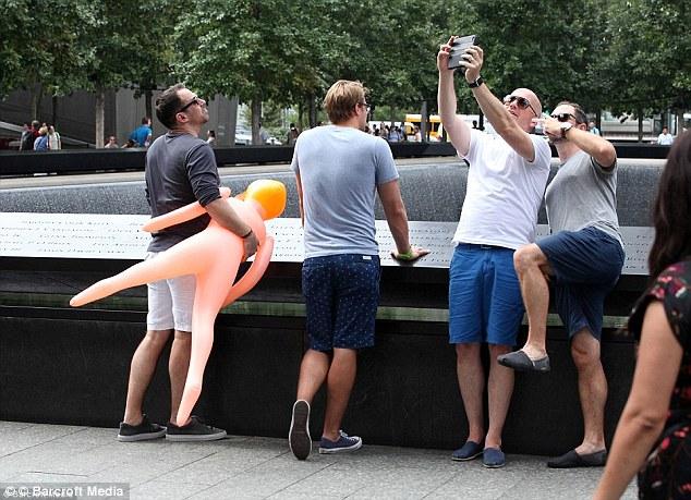 Những bức hình selfie đáng lẽ không bao giờ nên chia sẻ - Ảnh 4.