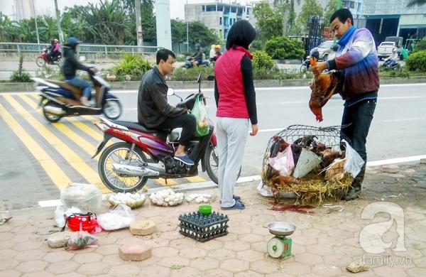 Hà Nội: Chung cư mọc đến đâu, chợ cóc đi theo đến đó - Ảnh 4.