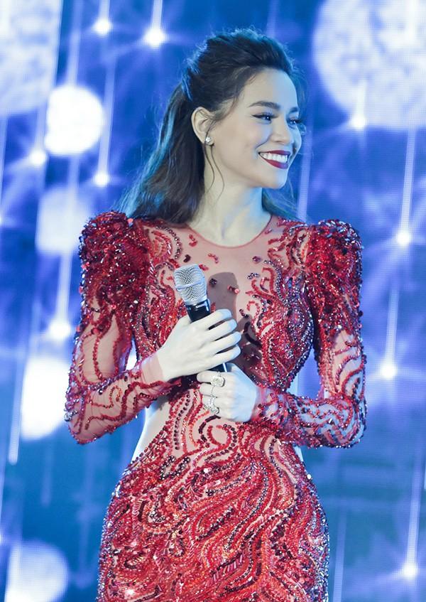 Cô bán chè đoạt 100 triệu nhờ chọc Trấn Thành cười; Hà Hồ gọi tên bài hát là Cả một trời Kim Lý - Ảnh 3.