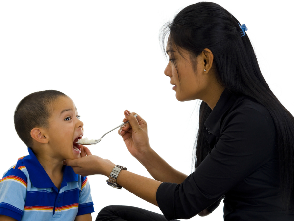 Cứ cho con ăn theo kiểu này, con biếng ăn, suy dinh dưỡng đừng hỏi vì sao - Ảnh 1.