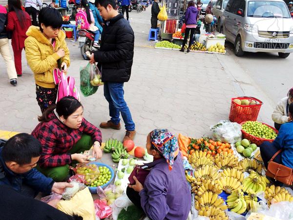 Hà Nội: Chung cư mọc đến đâu, chợ cóc đi theo đến đó - Ảnh 9.