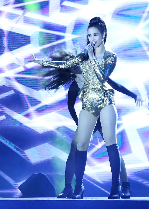 Đông Nhi khiến fan phát cuồng khi tình tứ hát cùng Ông Cao Thắng - Ảnh 4.
