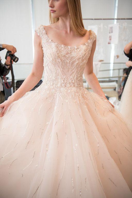 Muốn gây ấn tượng trong ngày trọng đại, các cô dâu đừng bỏ qua 7 mẫu váy này - Ảnh 28.