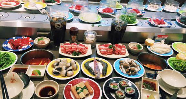 Tại sao các quán buffet, lẩu băng chuyền như King BBQ, Kichi Kichi… khách ăn thoả thích nhưng nhà hàng vẫn lãi? - Ảnh 1.