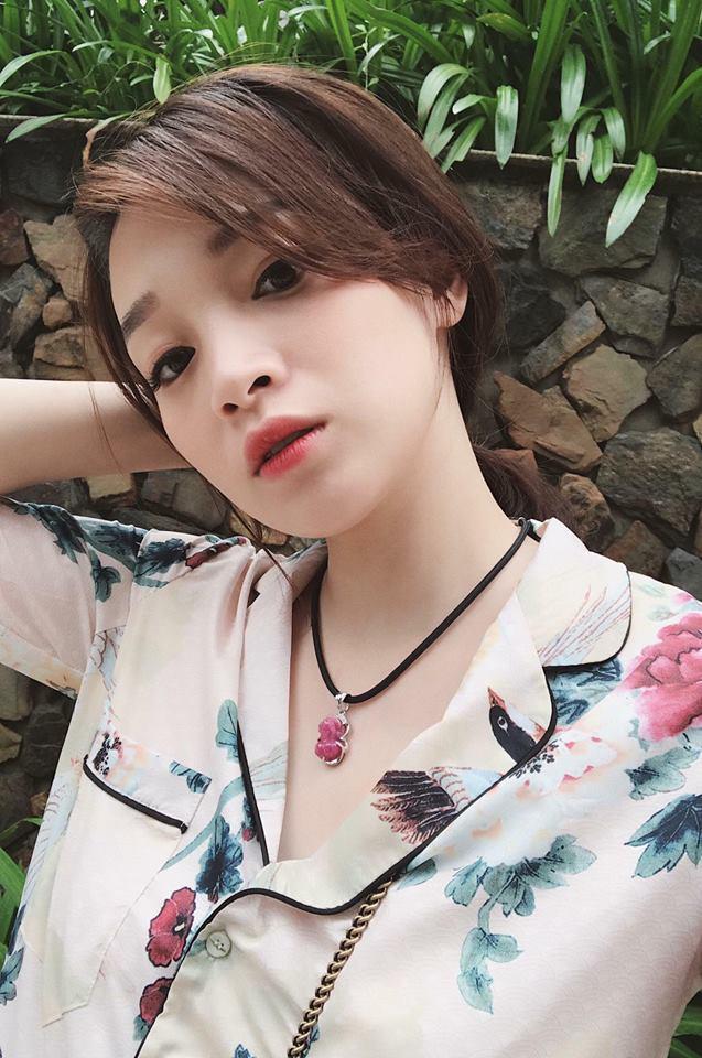 Sắp 30 đến nơi, cựu hot girl Ngọc Mon vẫn trẻ trung sành điệu, hưởng thụ cuộc sống viên mãn bên chồng kém tuổi - Ảnh 2.