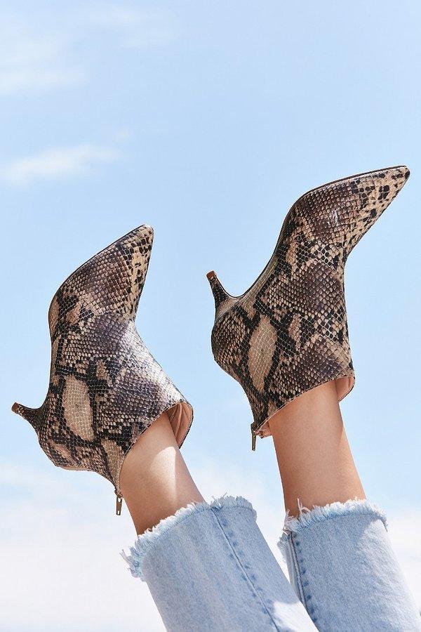 Boots đế ngắn tin hin - thiết kế không thể bỏ qua khi vào mùa trời đang nắng bỗng nhiên mưa rào  - Ảnh 3.