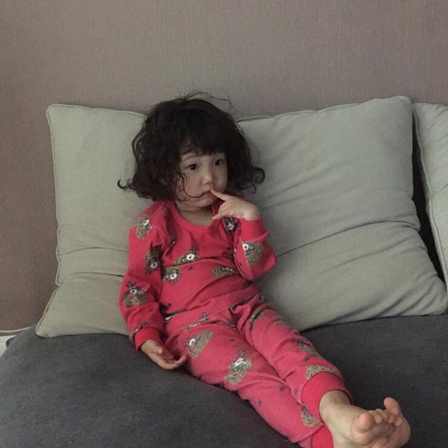 Những cách tạo kiểu với tóc ngắn đáng yêu đến lịm người cho bé gái - Ảnh 5.