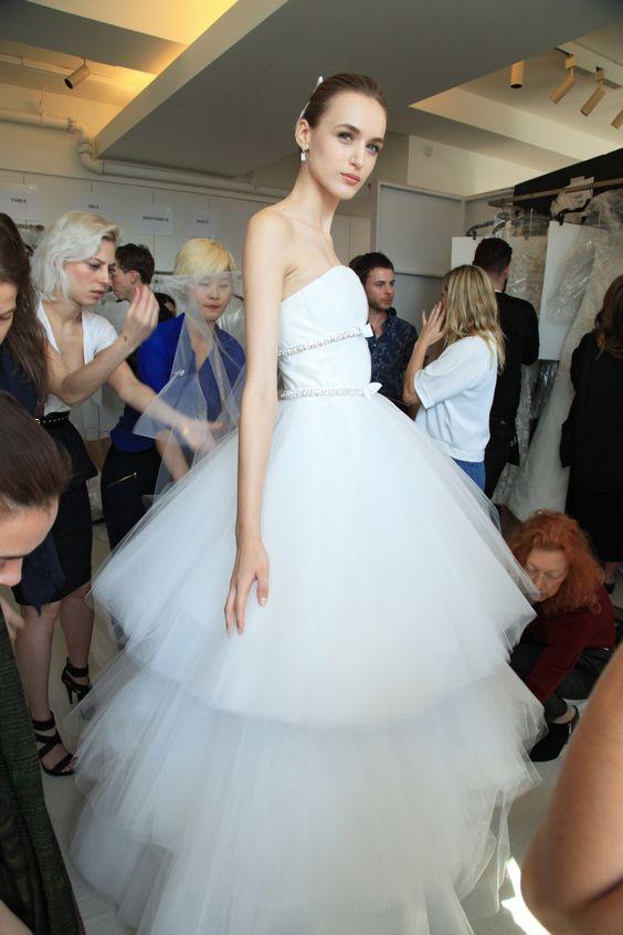 Muốn gây ấn tượng trong ngày trọng đại, các cô dâu đừng bỏ qua 7 mẫu váy này - Ảnh 5.