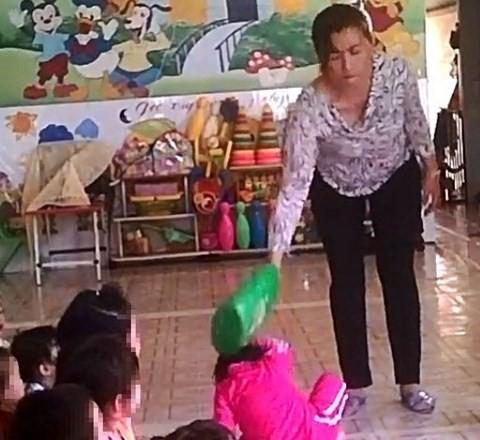 Bé gái 4 tuổi bị bạo hành ở Mầm Xanh tiếp tục có dấu hiệu bị đánh đập ở cơ sở giữ trẻ mới - Ảnh 3.