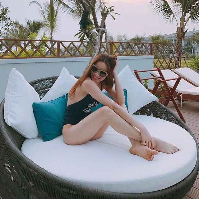 Không chỉ có sao ngoại, sao Việt cũng đang thi nhau diện kiểu áo bơi khoét hông cao sexy hết nấc - Ảnh 2.