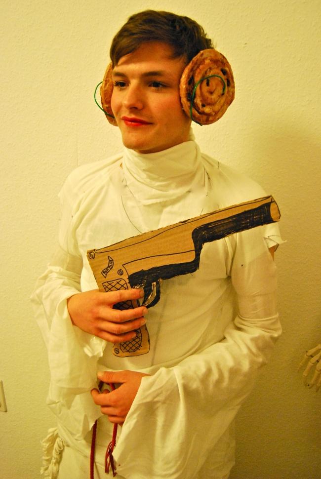 Cười nghiêng ngả với những màn cosplay không thể thảm họa hơn - Ảnh 2.
