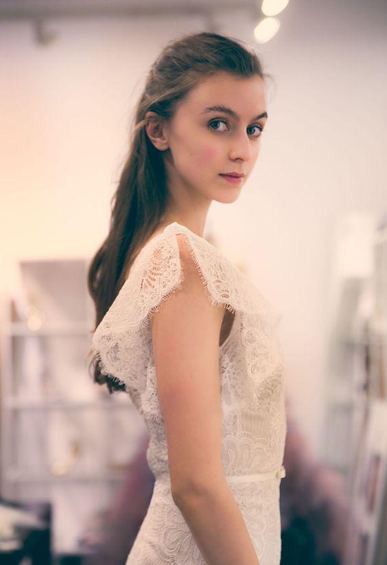 Xu hướng váy cưới Xuân/Hè 2018: Tinh xảo, yêu kiều trong từng chi tiết thêu ren, đính kết - Ảnh 19.