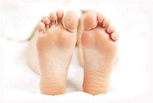 Nhìn xuống bàn chân xem bạn có những dấu hiệu thể hiện cuộc sống an nhàn phú quý sau này hay không - Ảnh 2.