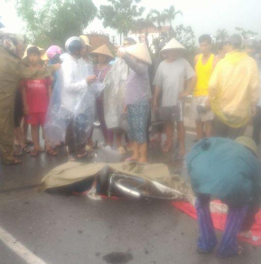 Nam Định: Sét đánh trúng một người phụ nữ đang đi xe đạp tử vong thương tâm tại chỗ - Ảnh 3.