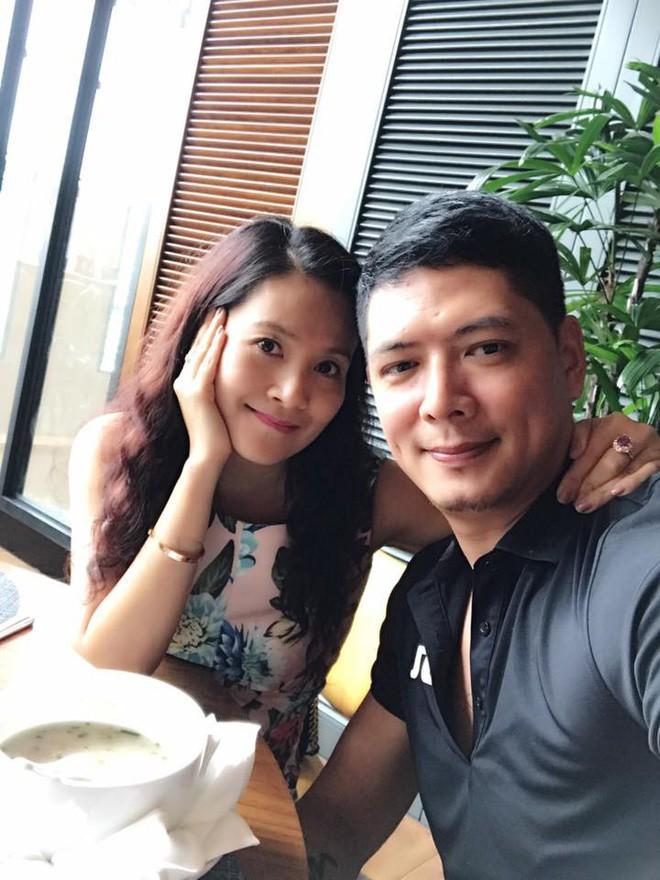 Những người vợ vừa giàu vừa giỏi đứng sau ánh hào quang của các nam nghệ sĩ Việt - Ảnh 18.
