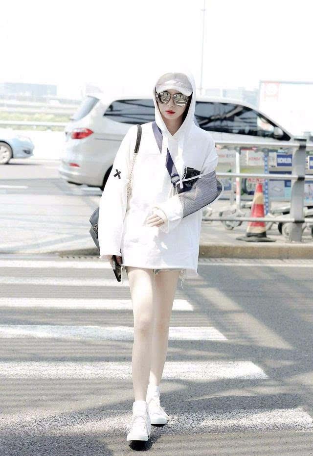Học tập 3 xu hướng thời trang mới từ sao Hoa ngữ có thể khiến người mặc như trẻ ra vài tuổi - Ảnh 24.