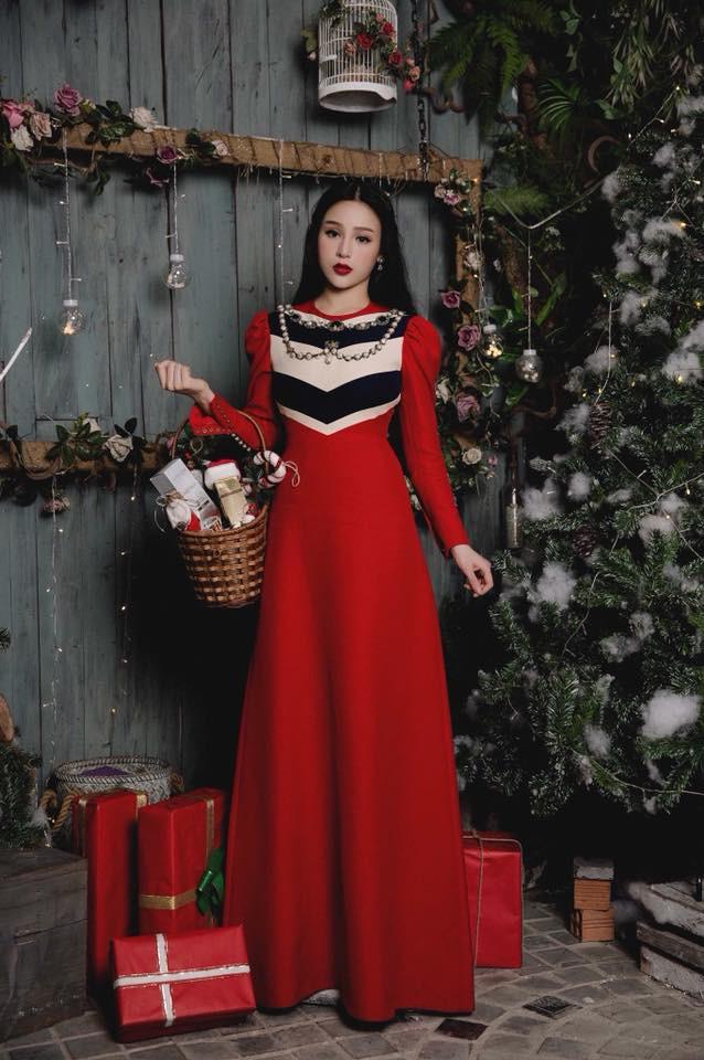 Huyền Baby khoe ảnh Giáng sinh đẹp lung linh, dân mạng khen xinh không kém Angela Baby - Ảnh 1.
