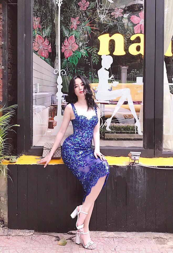 Street style tuần này: Angela Phương Trinh diện váy ôm già chát, Kỳ Duyên nổi bật vì dát hàng hiệu từ đầu tới chân - Ảnh 2.