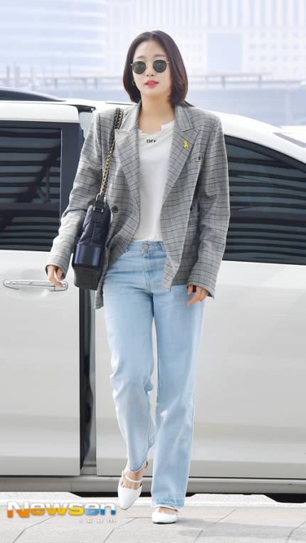 Túi mới của Chanel: Chưa ra mắt được bao lâu đã làm mưa làm gió tủ đồ của loạt sao Hoa ngữ - Ảnh 32.