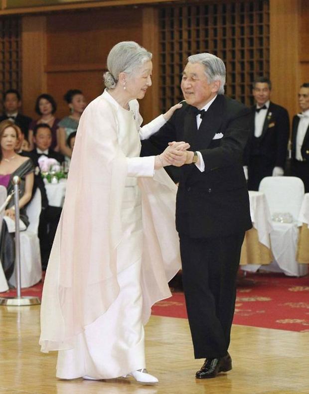 Chuyện làm dâu trong muôn trùng hà khắc của Hoàng hậu có xuất thân thường dân đầu tiên của Nhật Bản - Ảnh 14.