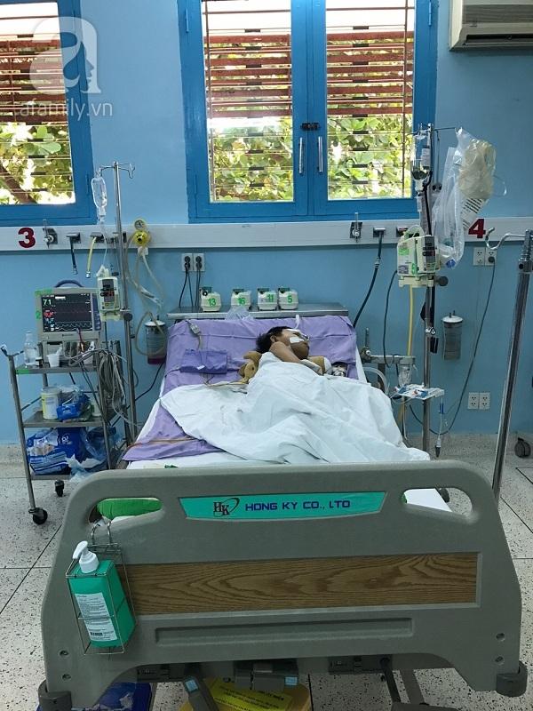Nước mắt hạnh phúc của người mẹ hiến tạng cho con trai 10 năm trời bệnh xơ gan - Ảnh 1.