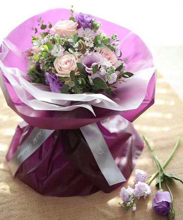 20/11 không cần ra tiệm vì đã có 5 cách gói hoa vừa đẹp vừa đơn giản này - Ảnh 3.