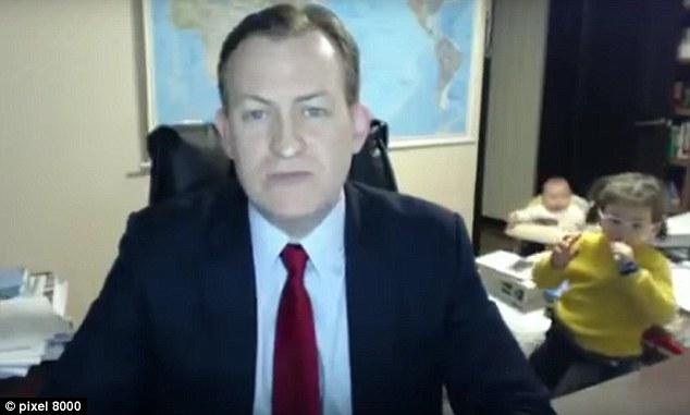 Chuyện gì sẽ xảy ra khi bố đang trả lời phỏng vấn BBC mà quên không đóng cửa? - Ảnh 1.
