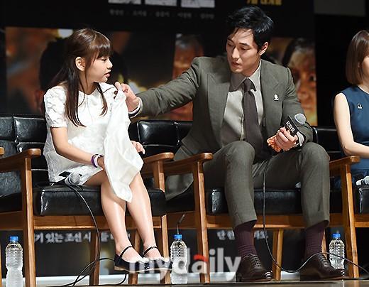 Đáng yêu thế này, bảo sao So Ji Sub - Song Joong Ki không làm fan điêu đứng - Ảnh 7.